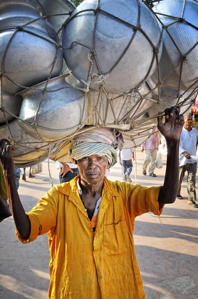 Stock Photo: 4272-14371 Porter in Bodhgaya. India