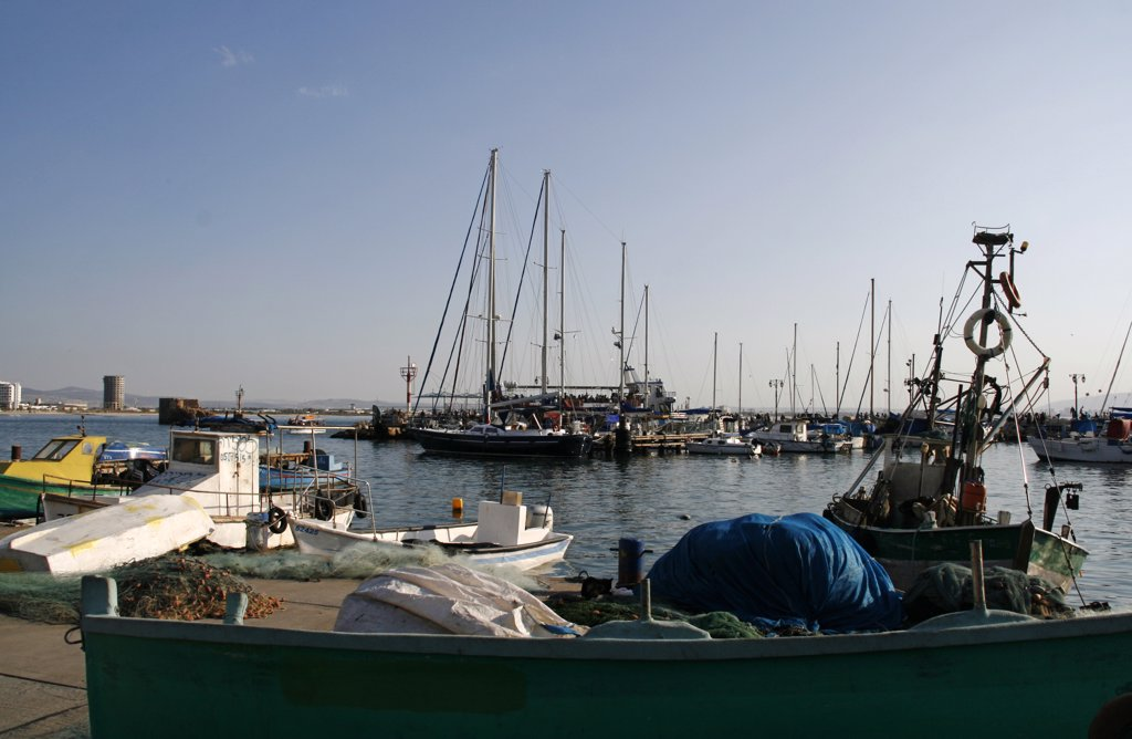 Israel, Western Galilee, Acre (or Akko). The harbour in Acre. Acre is a city in the Western Galilee district of northern Israel. It is situated on a low promontory at the northern extremity of Haifa Bay. : Stock Photo