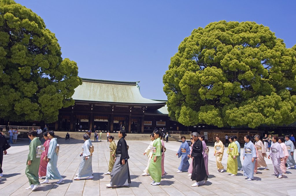 Meiji jingu Shrine 20th century shrine procession of women wearing kimono : Stock Photo