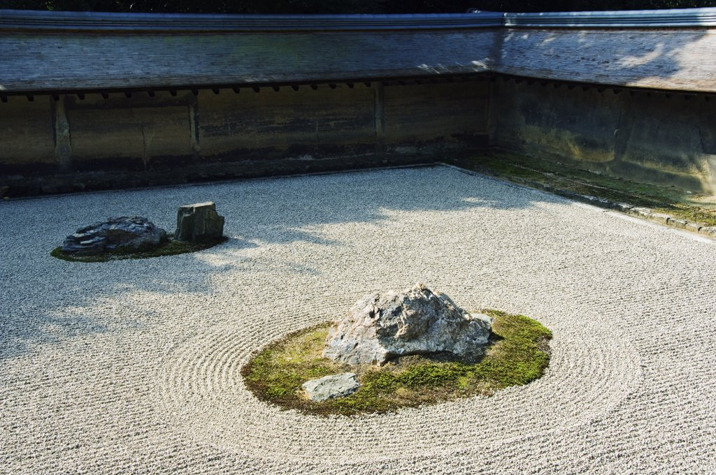 Japan, Honshu Island, Kyoto Prefecture, Kyoto City, Ryoanji Temple. Established in 1450 by Governor General Hosogawa Katsumoto. Dry Stone Garden. : Stock Photo