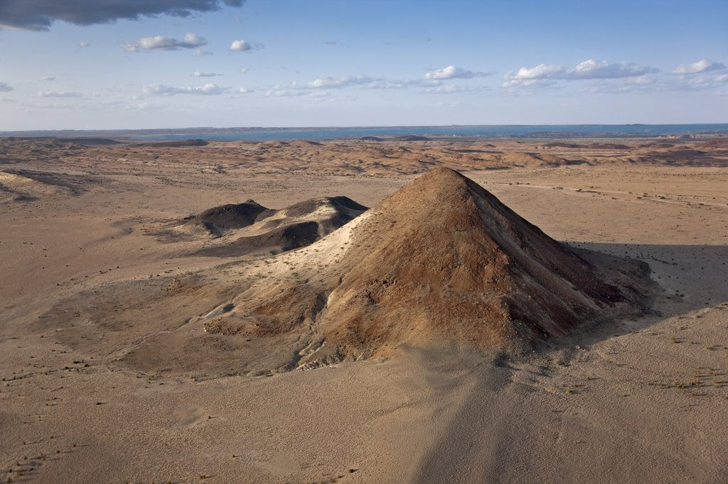 Porr Hill is a prominent geographical feature lying just off the eastern shores of Lake Turkana close to El Molo Bay. : Stock Photo