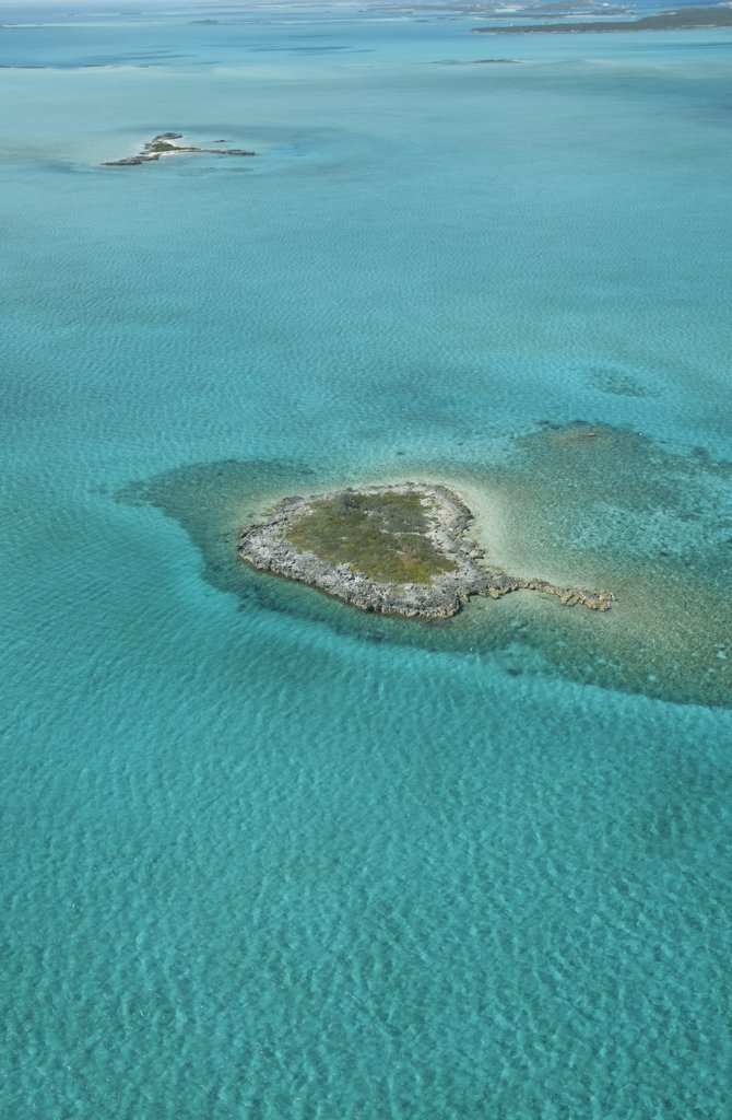 Stock Photo: 4272-2003 Bahamas. Aerial view of islands in the Caribbean from a private plane