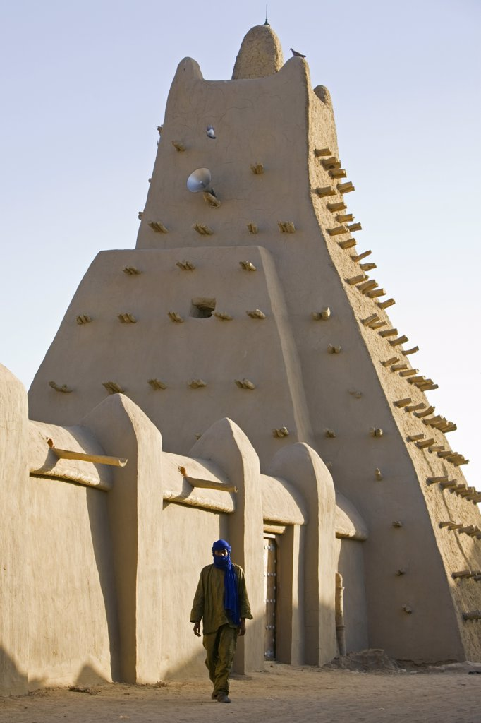 Stock Photo: 4272-20600 Mali, Timbuktu. The Sankore Mosque at Timbuktu which was built in the 14th century by an architect from Granada who was commissioned by the Malian emperor Mansa Musa to design a mosque around which Sankore University was established.
