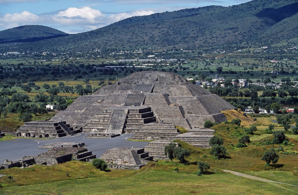 Pyramid of the Moon at the end of the Avenue of the Dead in the pre-Hispanic civilisation of Teotihuacan built around 500BC. : Stock Photo