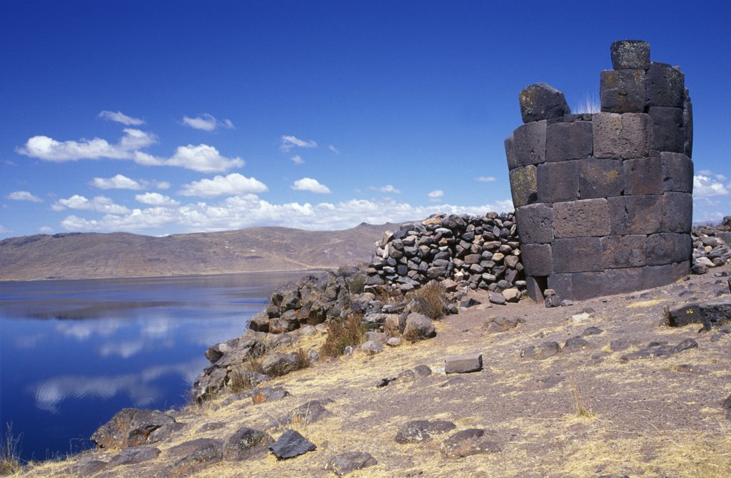 Chullpa (Inca burial chamber) with Lake Umayo behind. : Stock Photo