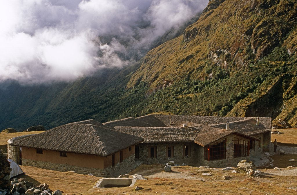 Peru, Andes, Cordillera Vilcabamba, Salkantay (or Salcantay) Trail,  Huayraccmachay. Owned by Mountain Lodges of Peru, Wayra Lodge at the high meadow of Huayraccmachay is the first lodge after crossing the main pass on the Salkantay Trail. : Stock Photo