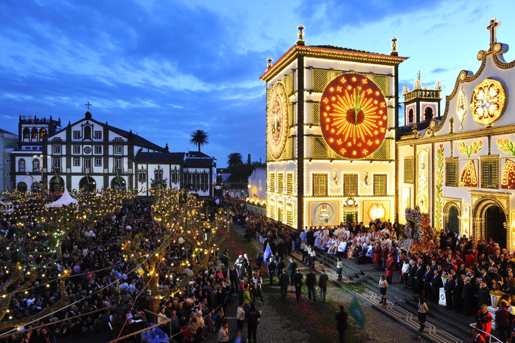 The main church and the procession of the Holy Christ festivities at Ponta Delgada in twilight. Sao Miguel, Azores islands, Portugal : Stock Photo