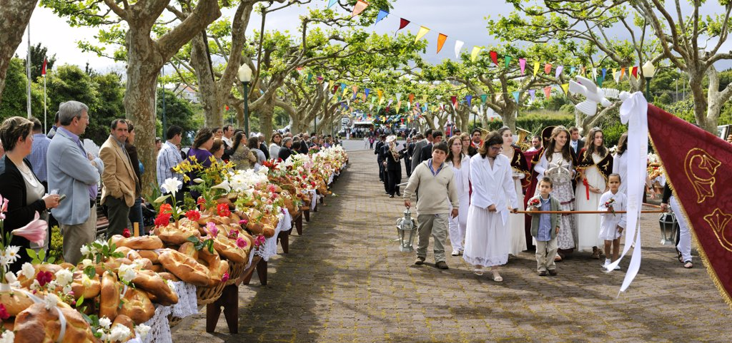 Stock Photo: 4272-26707 Holy Spirit (Espirito Santo) festivities at Criacao Velha. This kind of bread, called Rosquilhas, is a delicacy. Pico, Azores islands, Portugal