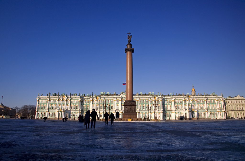 Stock Photo: 4272-27393 Russia, St. Petersburg; People standing in front of the State Hermitage Museum, designed by Bartolomeo Rastrelli