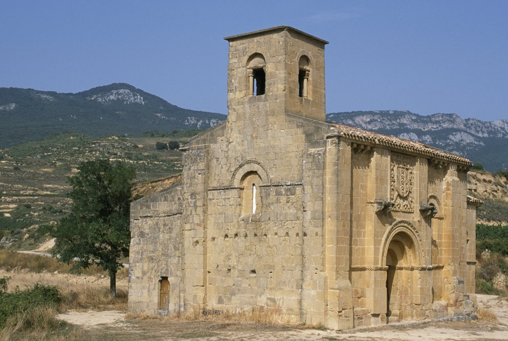 The chapel of Santa Maria de la Piscina, built by Ramiro Sanchez, a Navarran knight returning from the First Crusade to honour the Holy Pool of Jerusalem, sits amongst the vineyards near the village of Pecina : Stock Photo