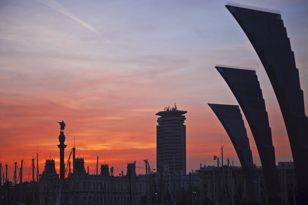 Spain, Cataluna, Barcelona, la Barceloneta, Sculpture at sunset with Barcelona Marina in and the Colom Statue in the background. : Stock Photo