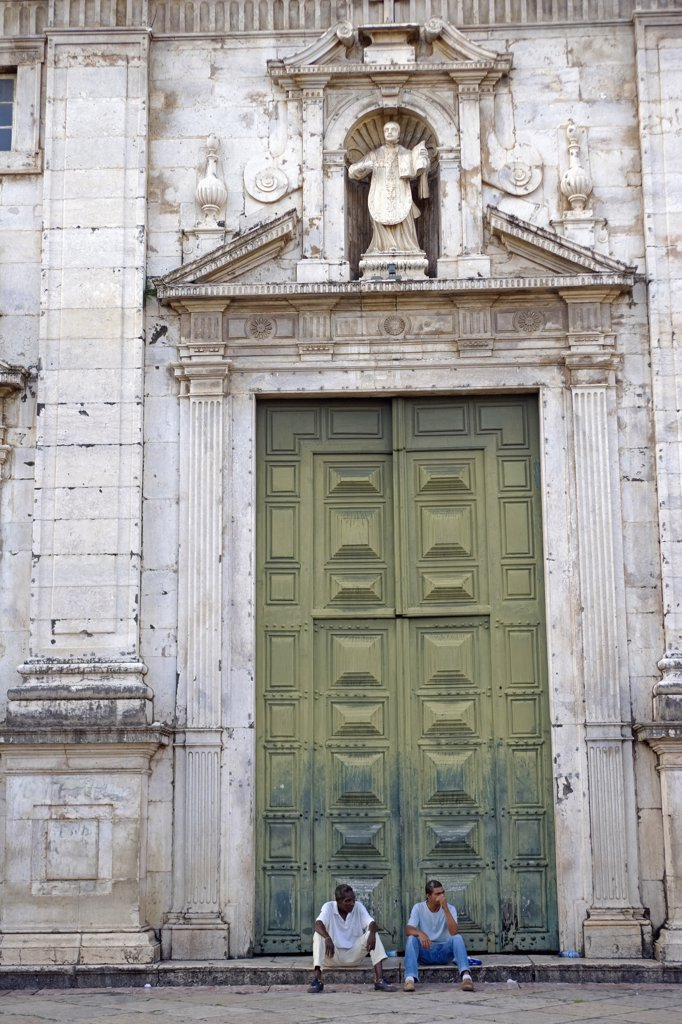 Huge doors to a church in the Cidade Alta region of the UNESCO listed historic centre of Salvador de Bahia, Bahia, north east Brazil : Stock Photo