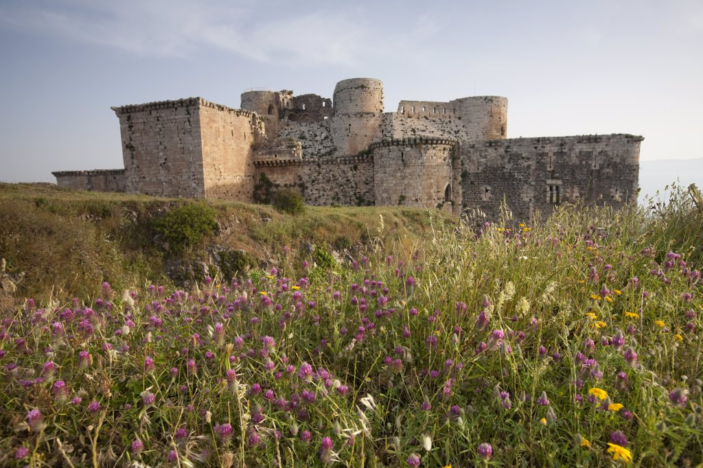 Syria, Crac des Chevaliers. This medieval castle, built by the crusaders, was built to withstand siege for 5 years. : Stock Photo