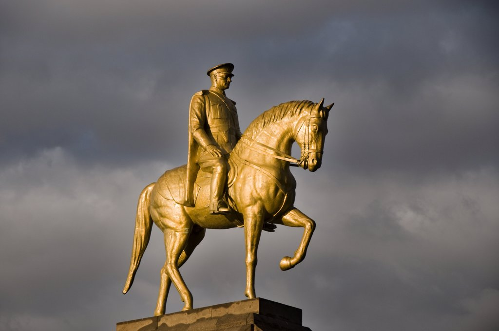 The golden equestrian statue of Ataturk at Kayseri. Anatolia, Turkey, Asia : Stock Photo