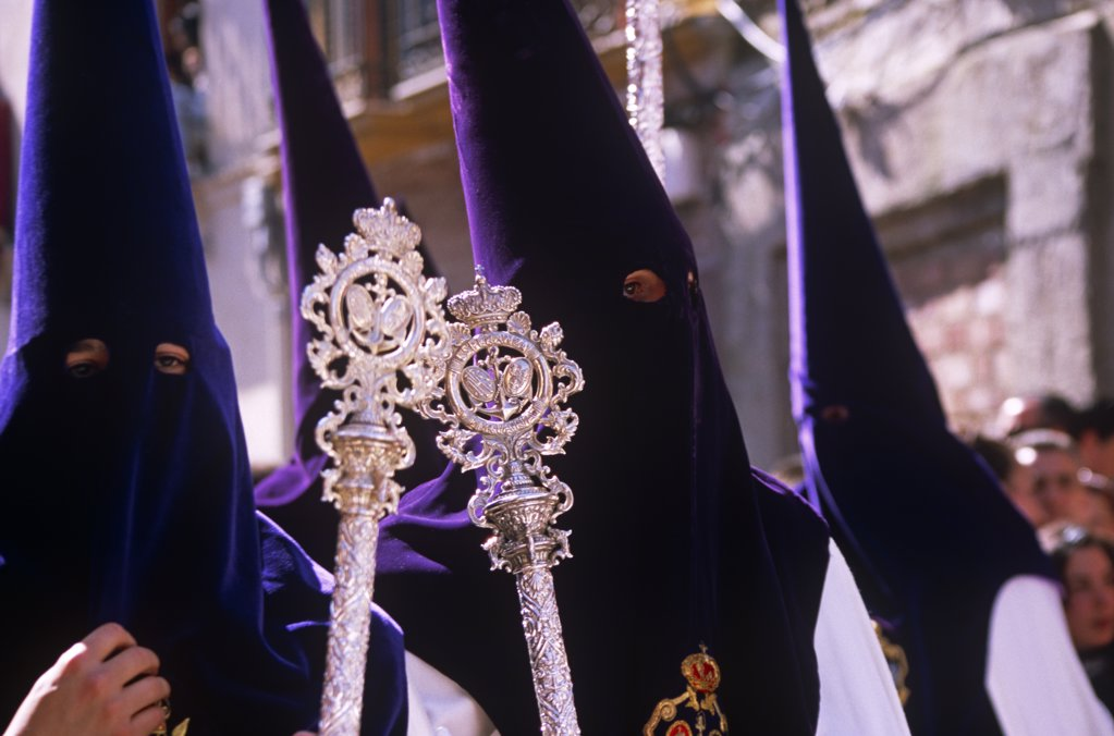 Spain, Andalusia, Seville. Nazarenos during Semana Santa processions : Stock Photo