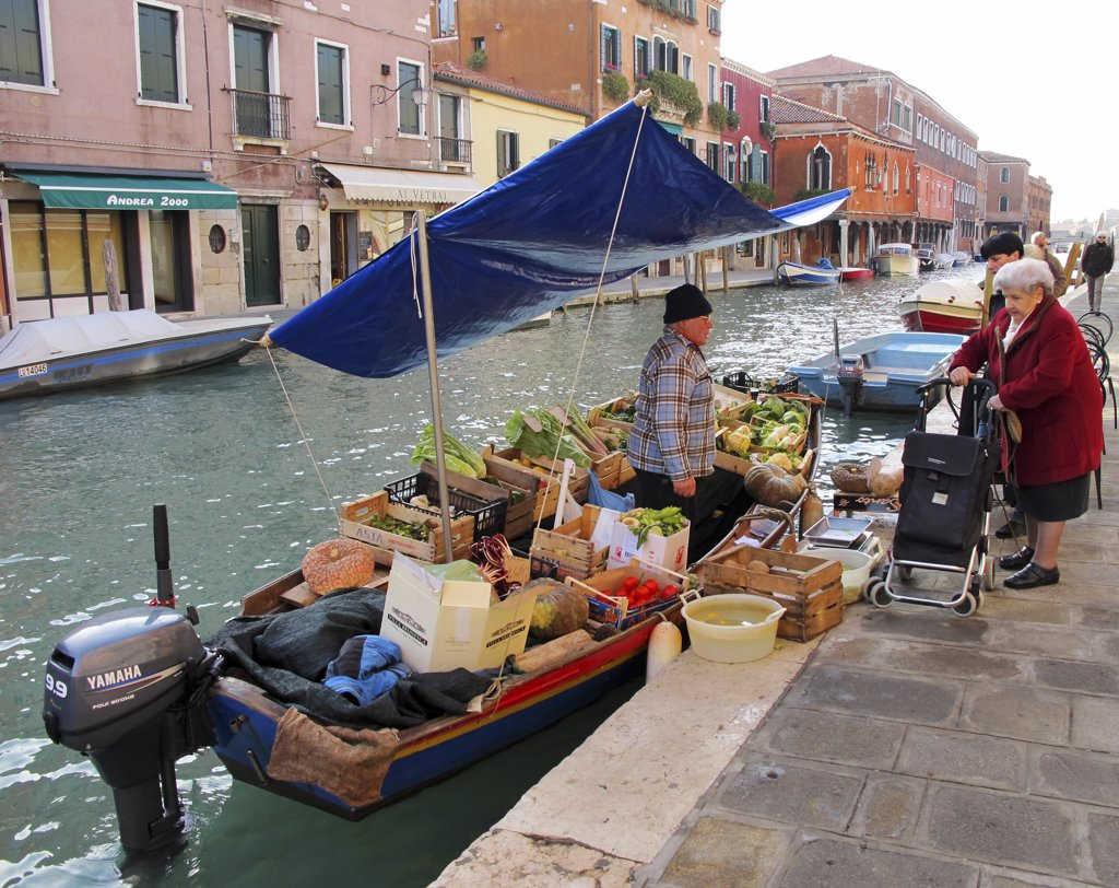 Stock Photo: 4272-38742 Traditional street vendor in Murano, Venice, Veneto region, Italy