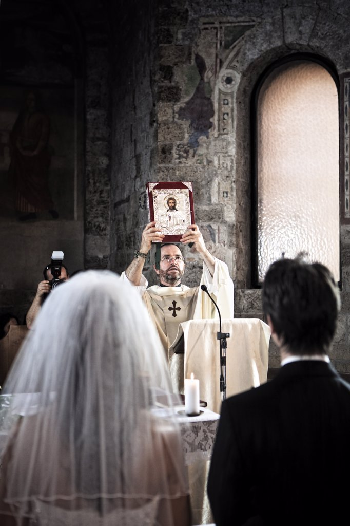 Italy, Umbria, catholic priest during the wedding liturgy : Stock Photo