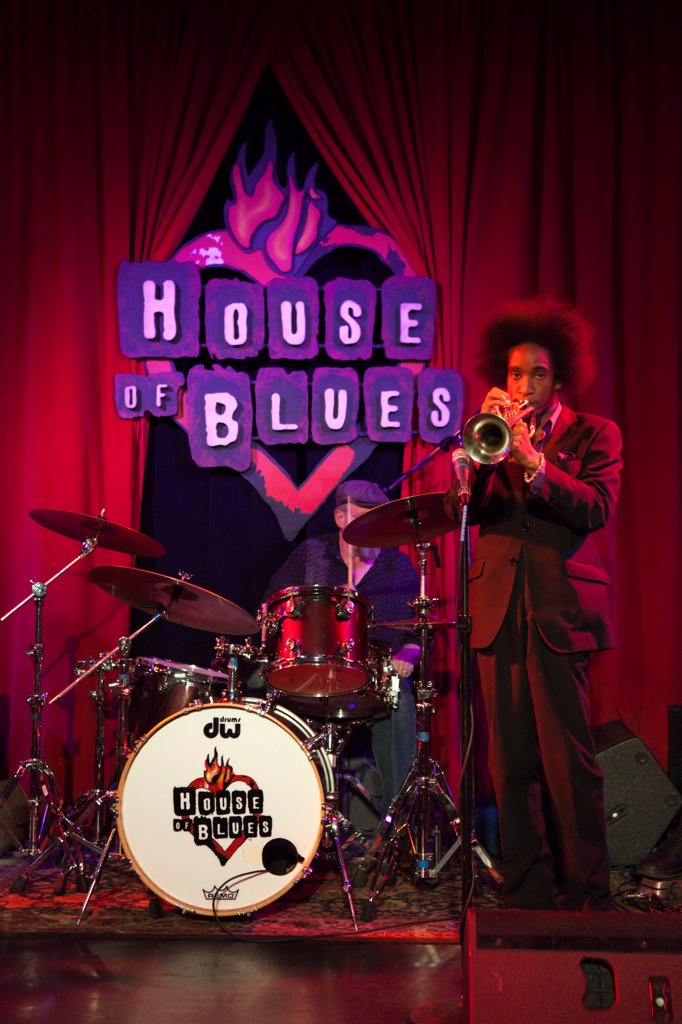 USA, Illinois, Chicago. Band performing at the House of Blues. : Stock Photo