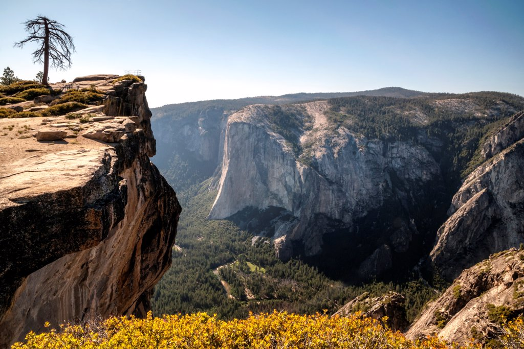 USA, Yosemite National Park, Taft Point : Stock Photo