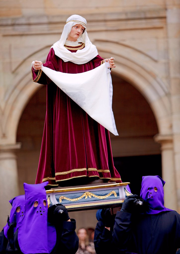 Santiago de Compostela, Galicia, Northern Spain, Nazarenos carrying statues during Semana Santa processions : Stock Photo