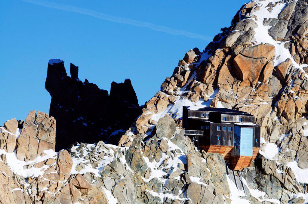 Europe, France, French Alps, Haute Savoie, Chamonix, Cosmiques mountain refuge at Aiguille du Midi : Stock Photo