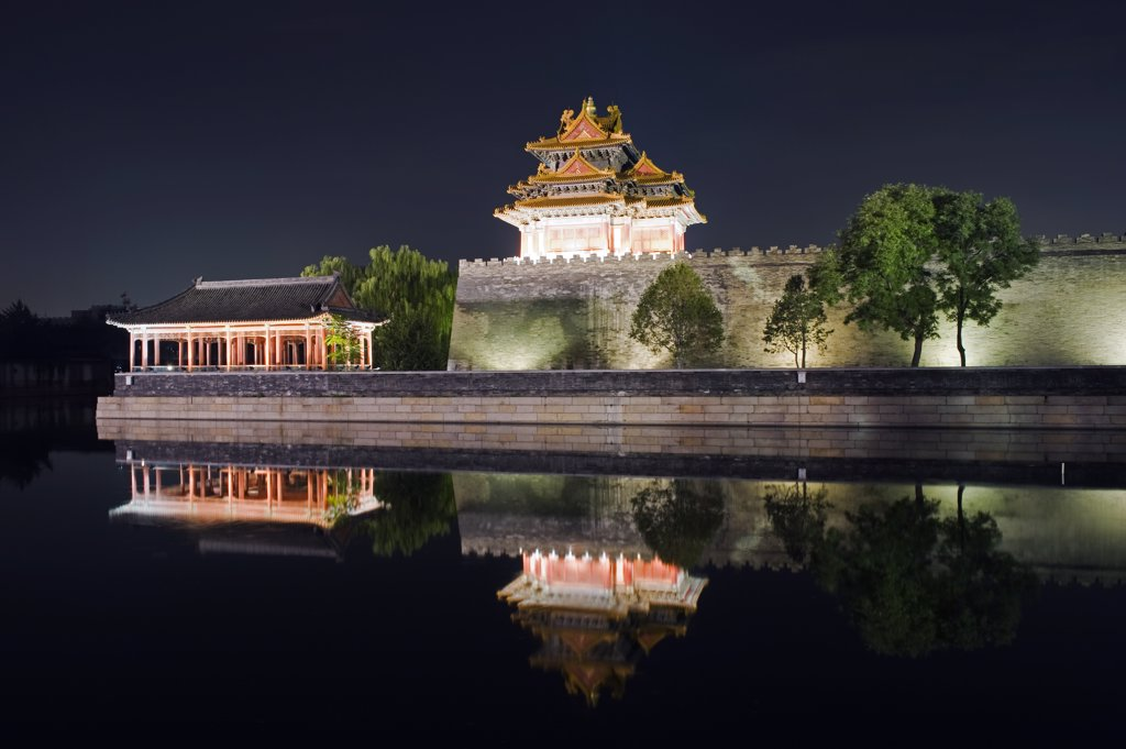 Stock Photo: 4272-5132 China, Beijing, Forbidden City Palace Museum illuminated at night