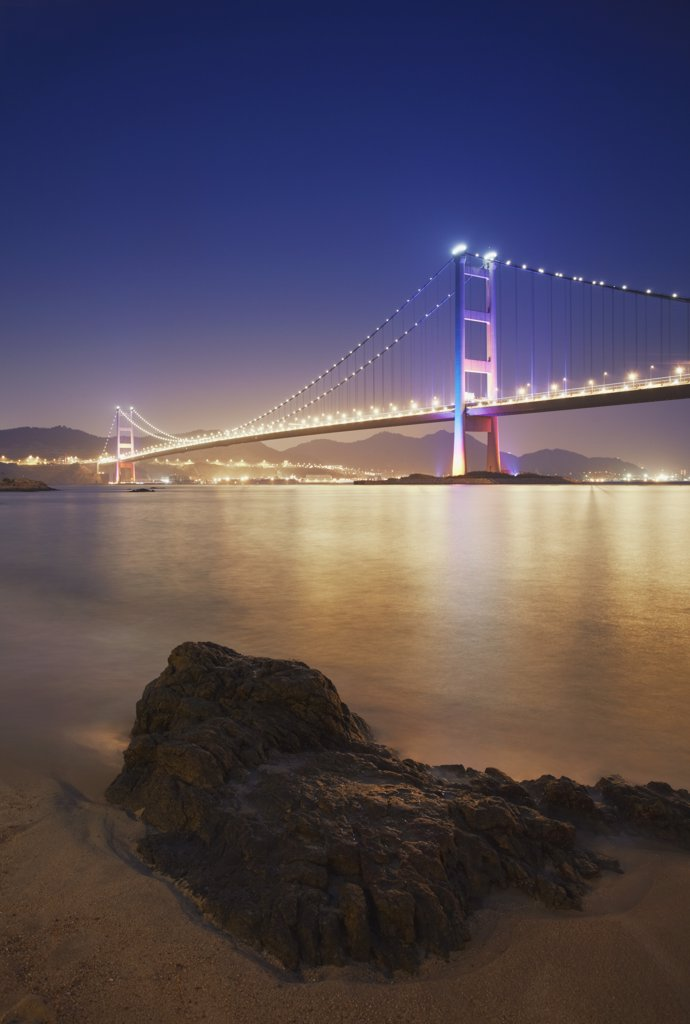 Tsing Ma bridge at dusk, Ma Wan, Hong Kong, China : Stock Photo