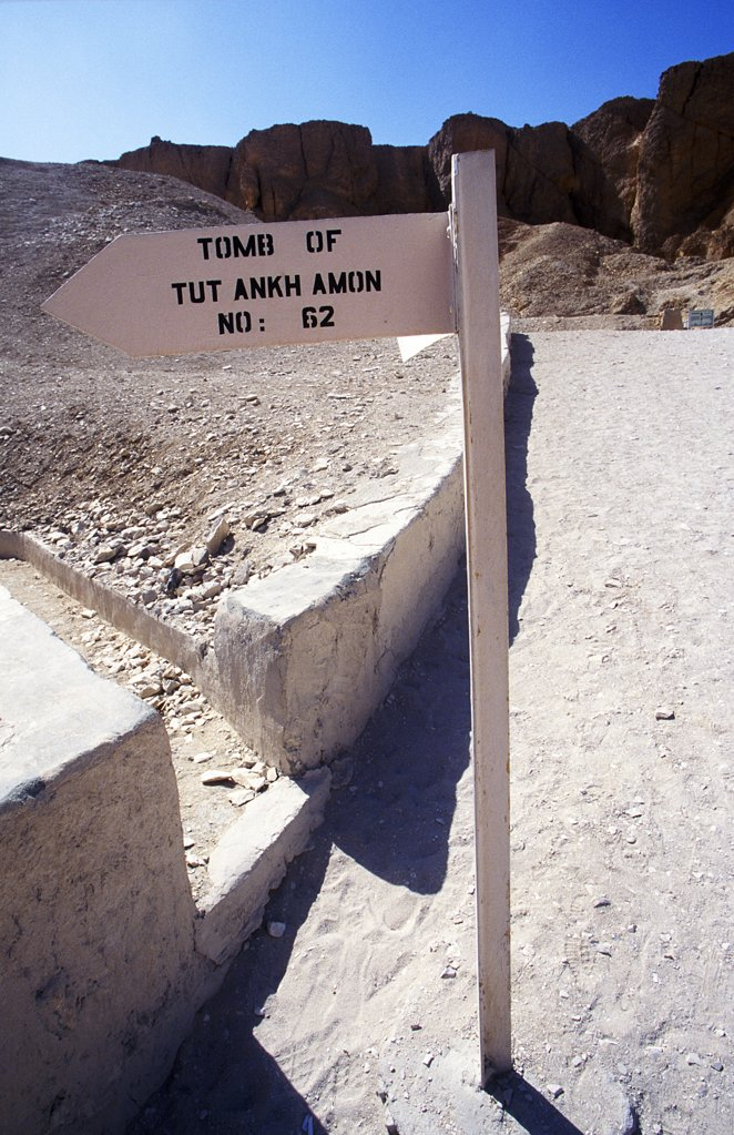 Stock Photo: 4272-7471 Signpost to the tomb of Tutankhamon in the Valley of the Kings