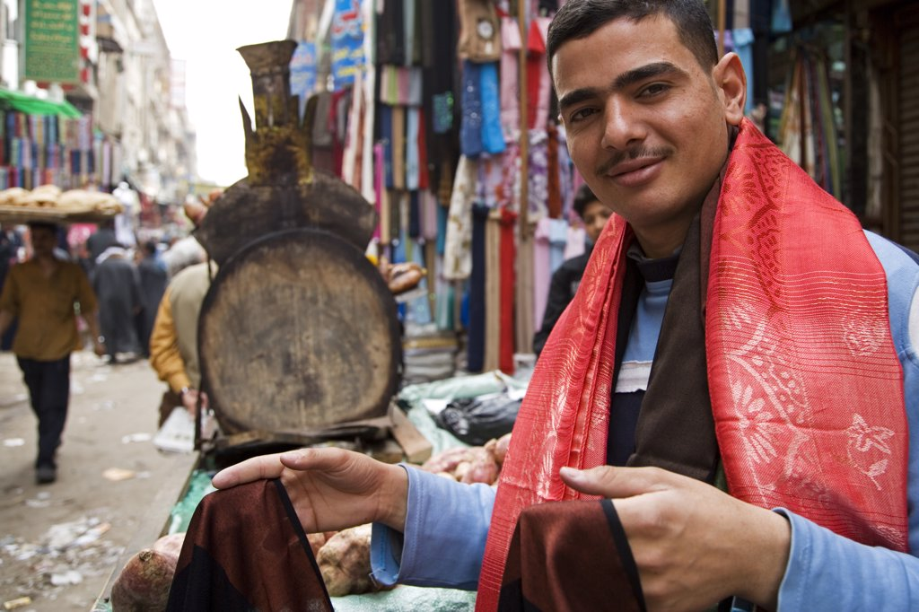 Characters in the market on Sharia El Muski near Khan El Khalili, Cairo, Egypt. : Stock Photo