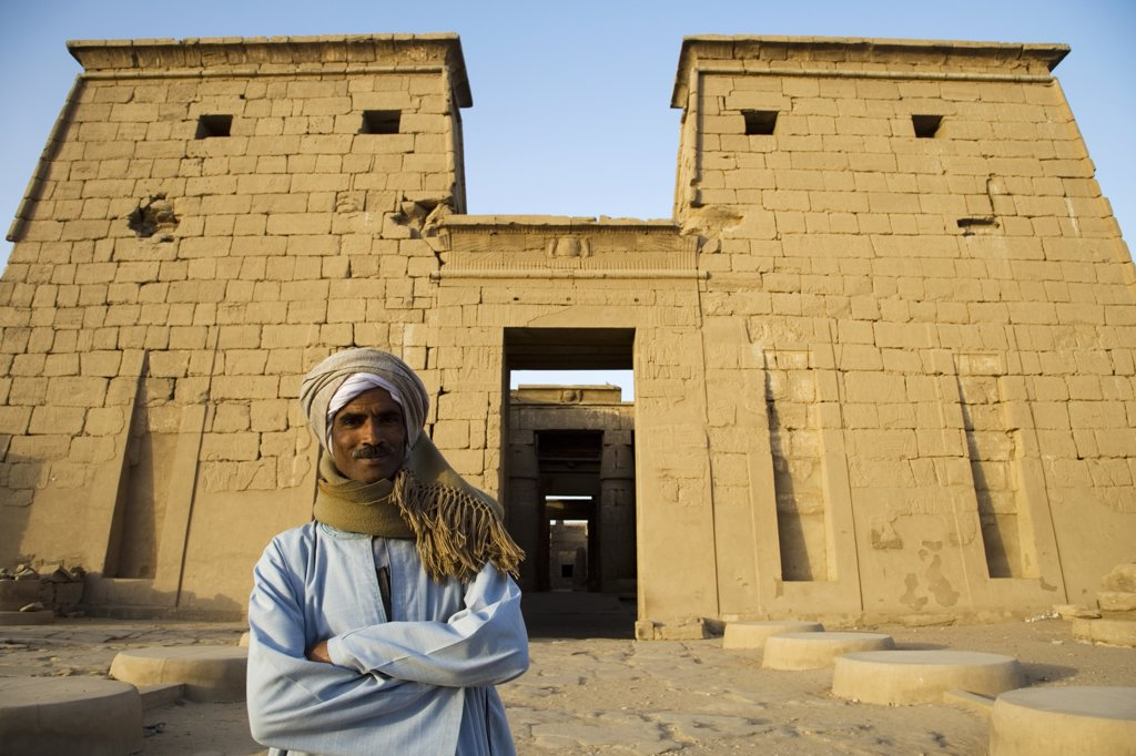 A temple guardian stands in front of the Temple of Khonsu at Karnak Temple, Luxor, Egypt : Stock Photo