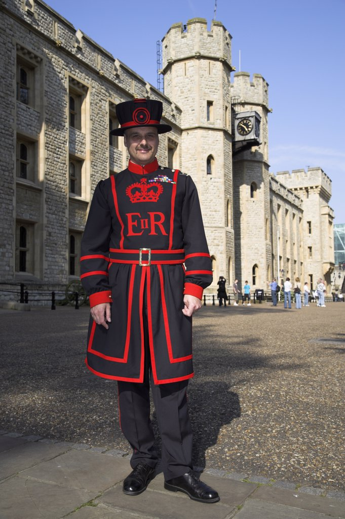 Stock Photo: 4272-8154 A beafeeter in traditional dress outside the Tower of London.