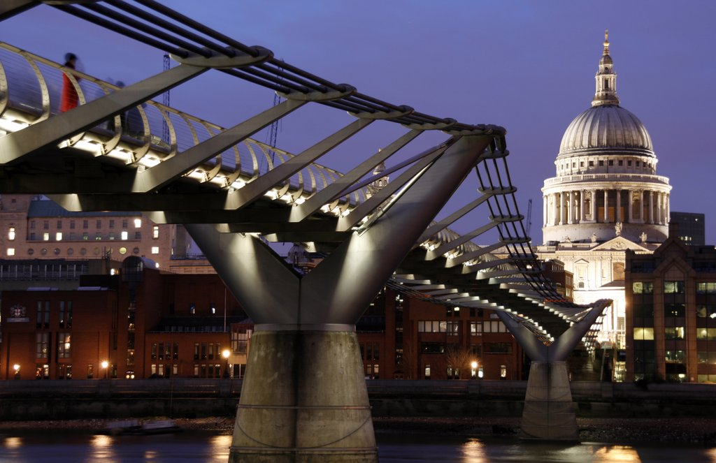 England, London, City of London. View from the Tate Modern over St. Paul's Cathedral with the Millennium Bridge in the foreground. : Stock Photo