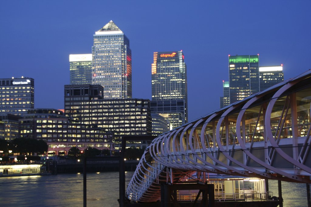 England, London, Canary Wharf. View of Canary Wharf from the pier of the Hilton Hotel. : Stock Photo