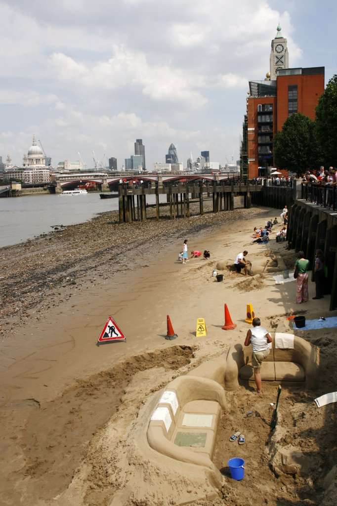 England, London. London River Thames at low tide with the Oxo Tower in the background. : Stock Photo