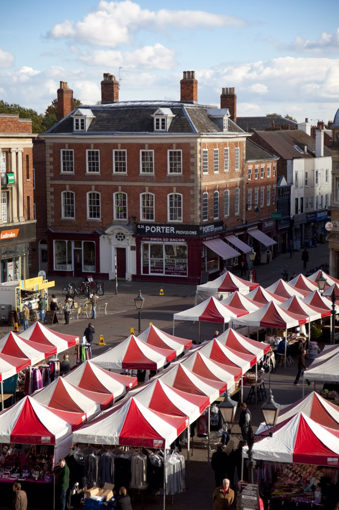 Newark, England. The market draws in visitors from all over the region. : Stock Photo
