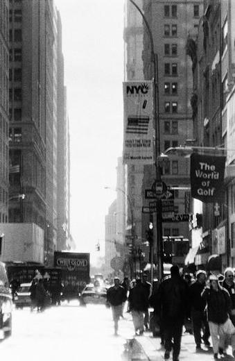 Stock Photo: 4276-6725 New York City, street scene, b&w