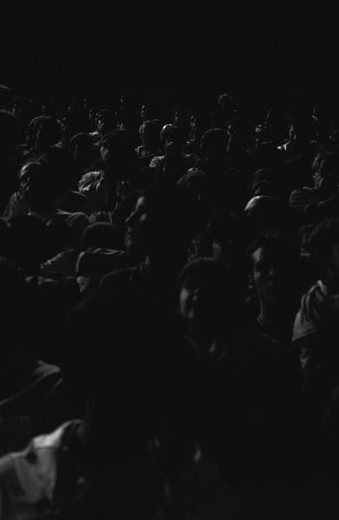 Stock Photo: 4276-8334 Crowd of people looking up in dark