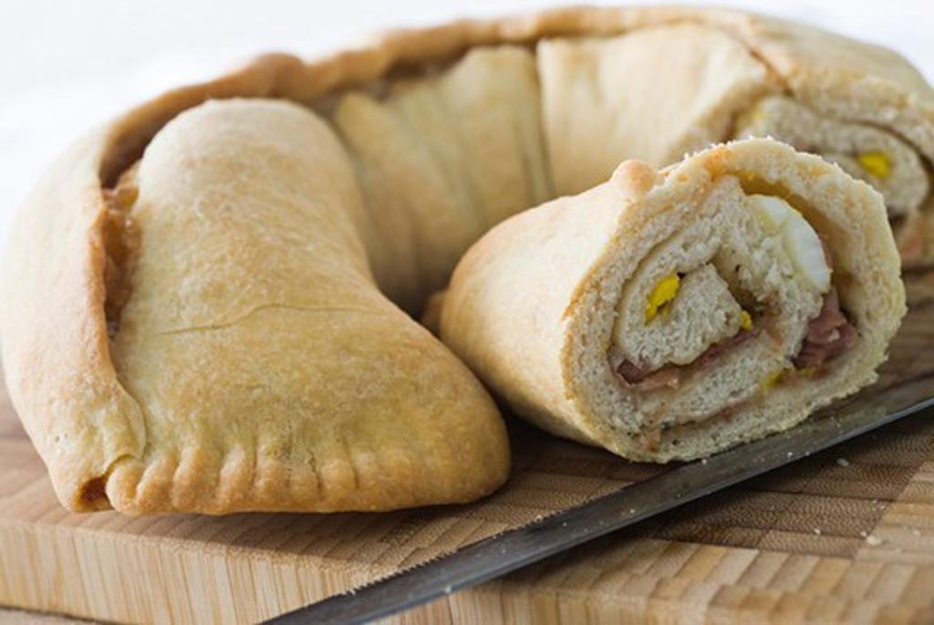 Stock Photo: 4277-1301 Neapolitan stuffed bread