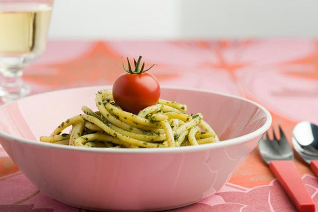 Spaghettini with basil pesto : Stock Photo