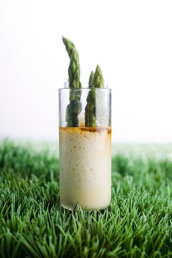 Asparagus with citrus mayonnaise : Stock Photo