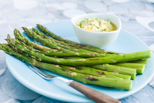 Stock Photo: 4277-1958 Grilled asparagus with sauce gribiche