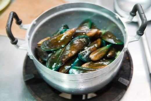Cooking mussels : Stock Photo