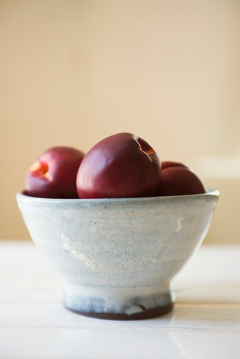 Nectarines in bowl : Stock Photo