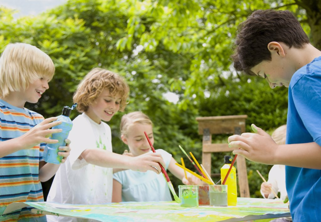 Stock Photo: 4278-3556 Children painting and smiling