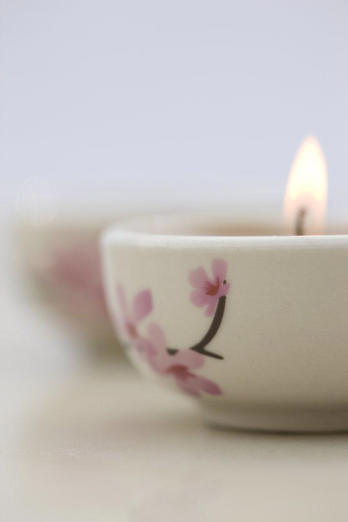 Stock Photo: 4278-4803 Close up of a burning pink tea light