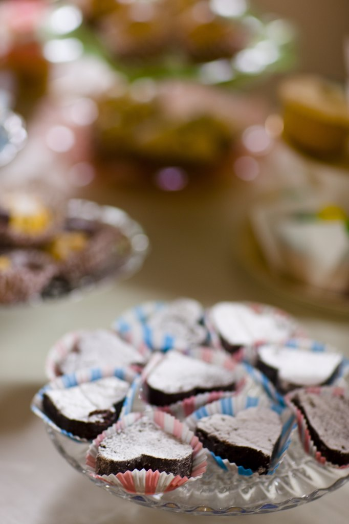 Stock Photo: 4278-6392 Close up of heart shaped mini cakes