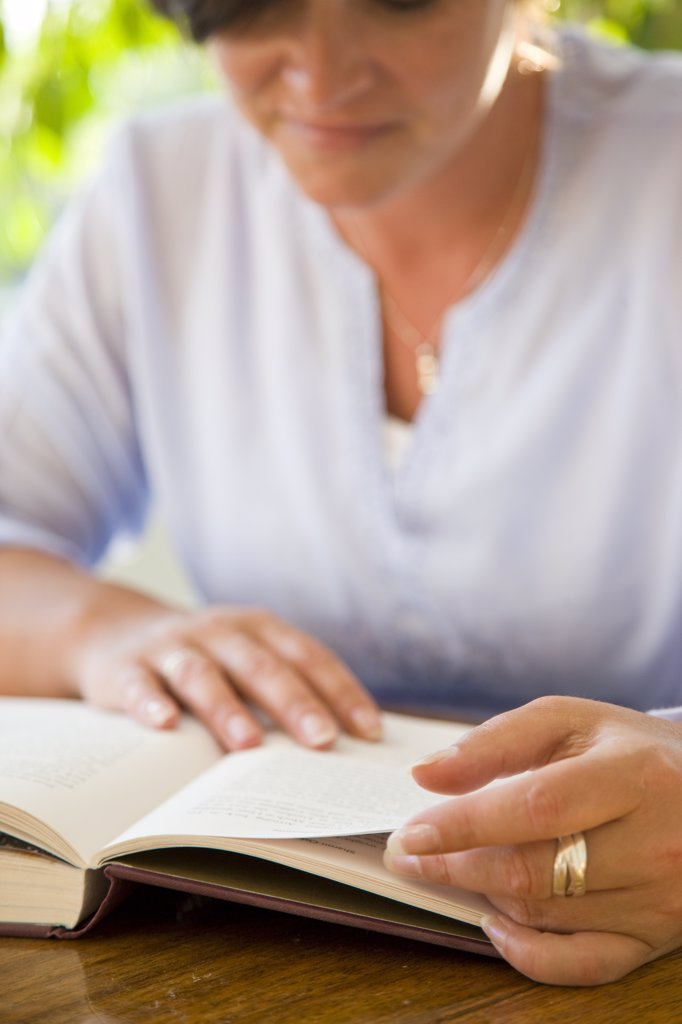 Stock Photo: 4278-7327 Woman Reading Book