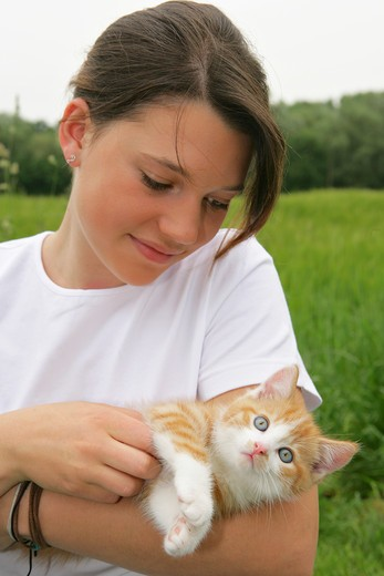 Stock Photo: 4279-35293 girl with kitten