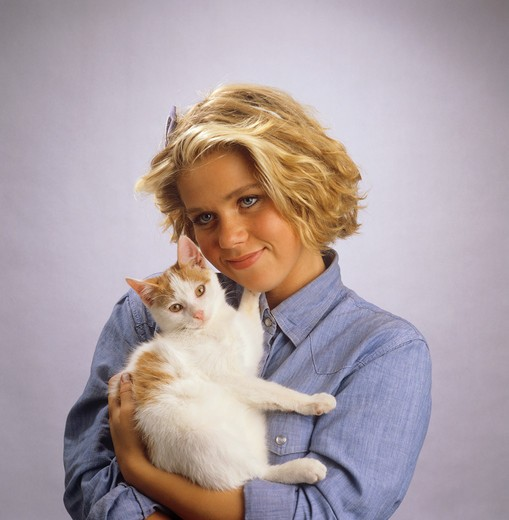 Stock Photo: 4279-40450 girl with cat on her arms