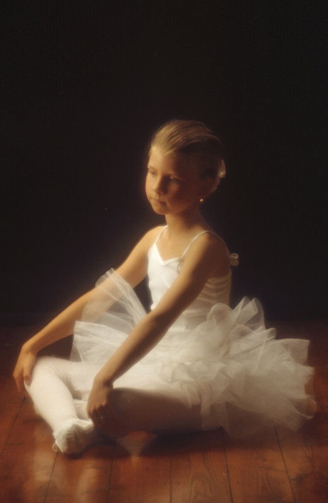 Stock Photo: 4279R-48554 girl with ballet dress